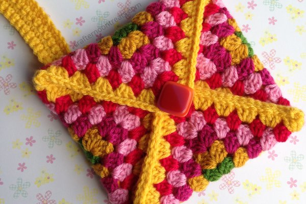 Featured 1 crochet envelope clutch - free tutorial crafternoontreats.com